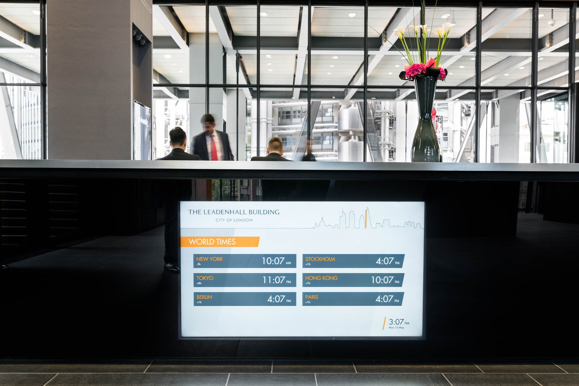 Dynamic world times on digital signage at The Leadenhall Building